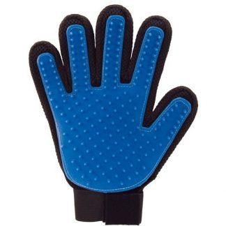 перчатка для вычесывания шерсти домашних.