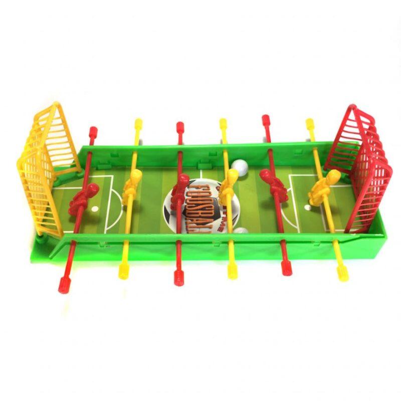 настольный футбол для детей компания друзей.