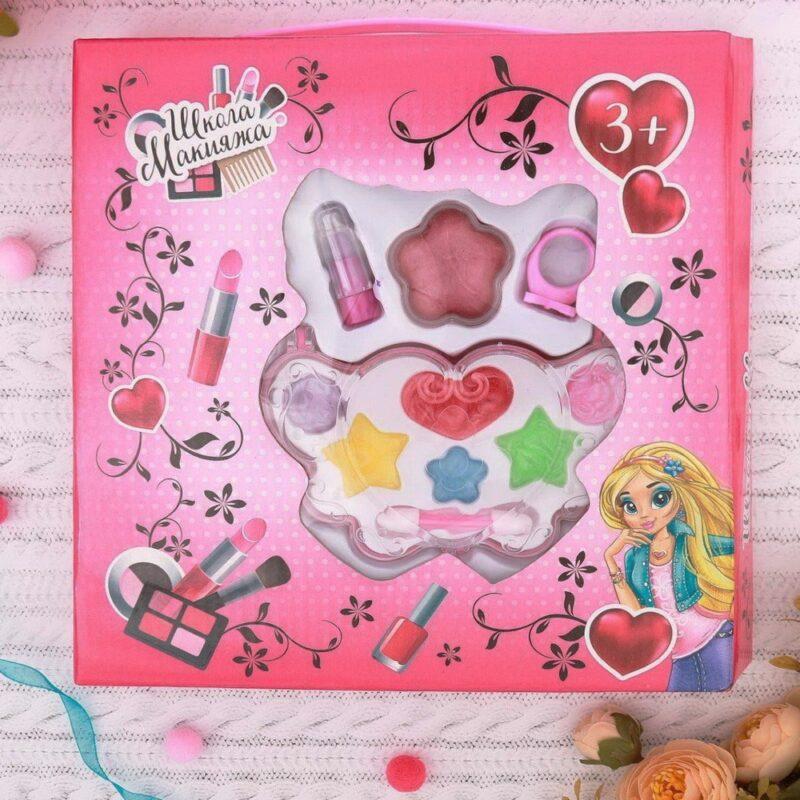 """набор косметики для девочки """"сердце"""": блеск, помада."""