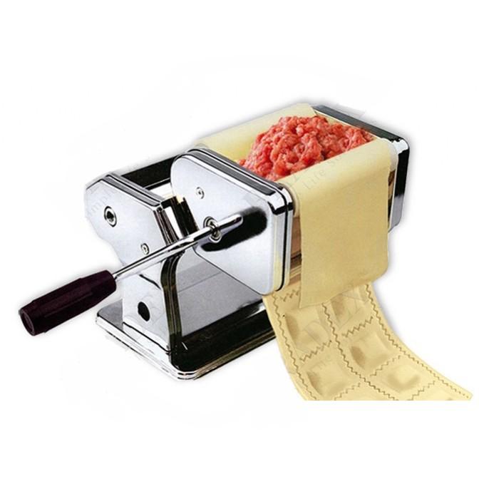машинка для изготовления равиоли и раскатки теста.