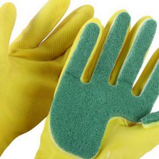 в хозяйстве пригодится: перчатки с губкой для мытья.