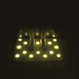 коврик с подсветкой для пола с 16 led светильниками.